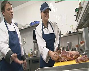 Александра Сърчаджиева готви за клиентите на луксозен столичен ресторант