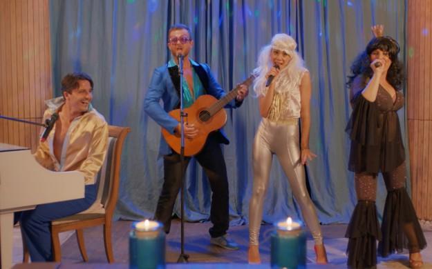 """Христо, Марияна, Пламен и Елена като АББА в """"All Inclusive"""""""