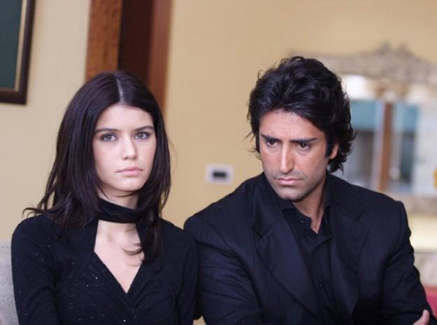 Берен Саат и Махсун Кърмъзъгюл  в брак по принуда в...
