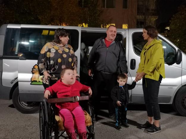 """Мария Силвестър и бригадата на Караджов подадоха ръка на семейство на дете със Синдром на Даун и левкемия в """"Бригада Нов дом"""""""