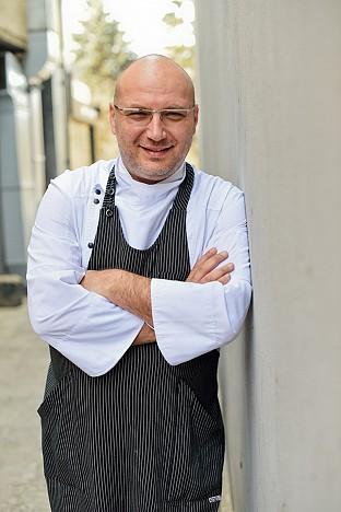 Шеф Манчев превръща в кулинарна звезда ресторанта на продуцента на БГ звезди