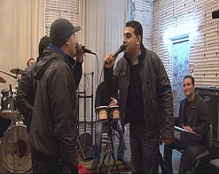 Рокаджията Дичо пее чалга с ромски оркестър
