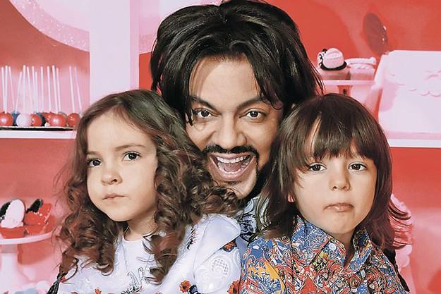 Филип Киркоров в България с двете си деца