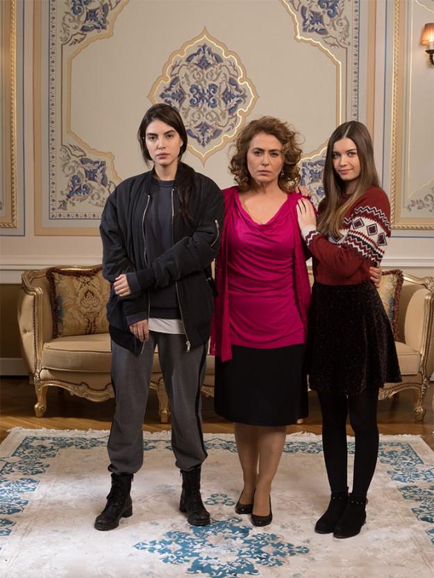 Госпожа Фазилет и нейните дъщери | Fazilet Hanım Ve Kızları (2017-2018)