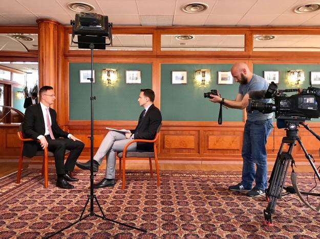 bTV Репортерите за новите разделителни линии, които Унгария чертае в Европа