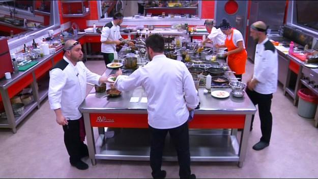 """""""Кралицата на Hell's Kitchen"""" заплашена с изгонване от Hell's Kitchen на крачка от финала"""