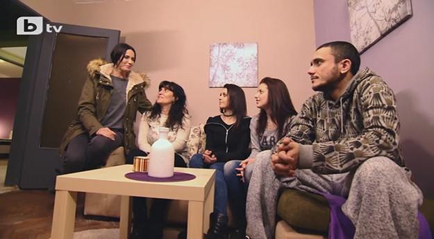 """""""Бригада Нов дом"""" заличава тъжните спомени на едно четиричленно семейство"""