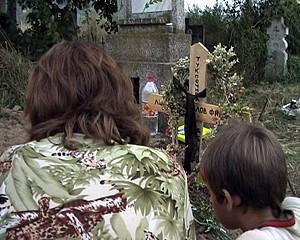 Жената и детето на Калин на гроба му