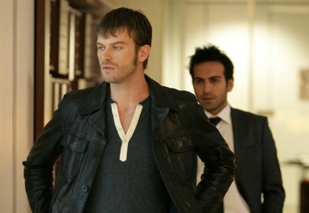 Турският сериал Север Юг (Kuzey Güney) разказва за трудната...