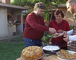 """""""Ловците на храна"""" Chef Андре Токев и Събин Ранков гостуват в Сливен, за да опитат ромската и каракачанска кухня"""