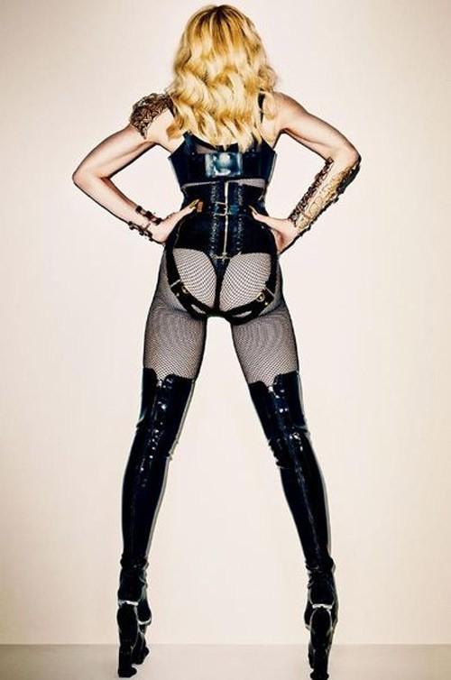 Мадона провокативна и смела, както винаги.