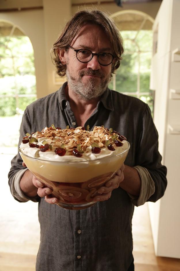 Писателят и кулинар Найджъл Слейтър  събира...