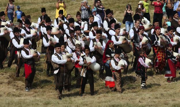 """Алекс Кръстева пренася зрителите на живо в сърцето на Родопите и Роженските поляни в """"Тази събота и неделя"""""""