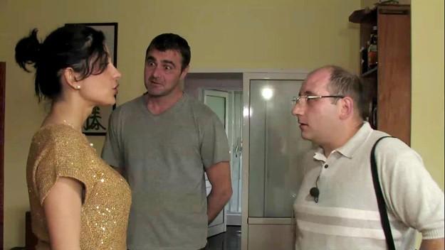 """Съпруга живее с трима мъже – в """"Съдби на кръстопът"""""""