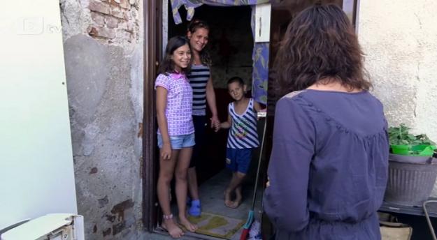 """""""Бригада нов дом"""" ще върне светлината в дома на жена, останала самотна майка на 18 години"""