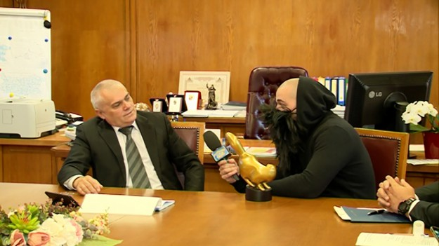 """Златен скункс"""" за Министъра на вътрешните работи - Валентин Радев"""