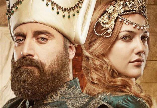 Хюррем (Мирием Узерли)  избяга от султана.