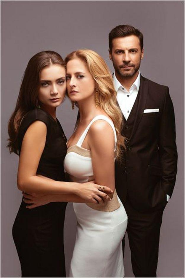 """Премиерният хитов турски сериал """"Войната на розите""""  в любовен триъгълник между богатството, амбициите и чувствата от 14 март по Diema Family"""
