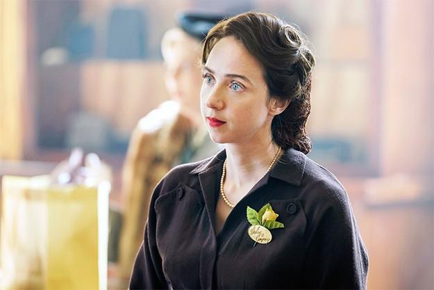 Зоуи Казан като Елизабет - Бес Левин