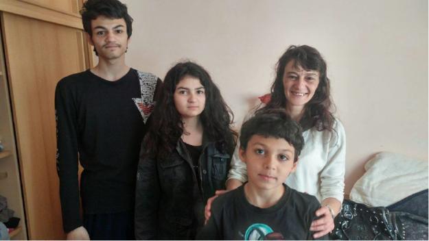 """""""Бригада Нов дом"""" ще заличи следите от петгодишен кошмар за самотна майка с три деца"""