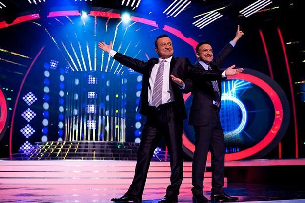 Емблемата на шоуто – водещите Васил Василев-Зуека и Димитър Рачков, отново ще провокират жури и участници с поредица от изненади и неочаквани моменти.