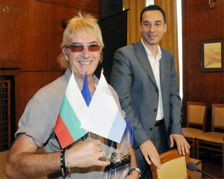 Джон Лоутън ще прави втори филм за Бургас