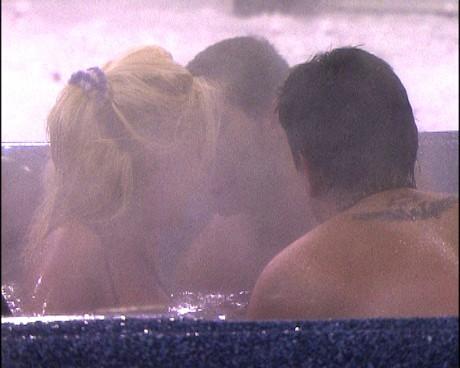 Big Brother 4: Трима интимно в джакузито