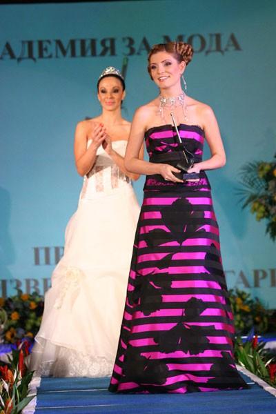 """Аля Милушева, която стана дизайнер на годината в най-престижния конкурс за мода у нас """"Златната игла"""", а нейно ревю беше излъчено по fTV."""