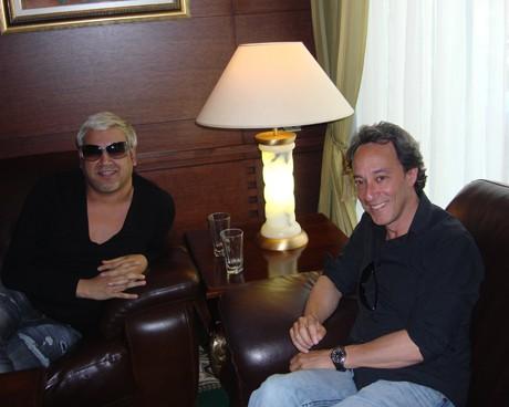 Азис и журналистът Майкъл Кимелман