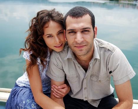Мурат не крие, че е много влюбен в жена си.