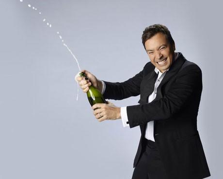 Церемонията беше закрита от водещия Джими Фалън с отваряне на бутилка шампанско.