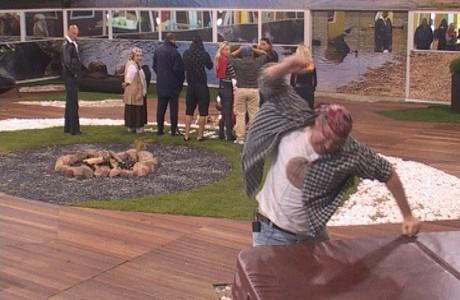 Филип беснееше на двора