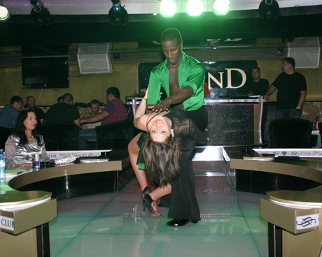 дизайнерка Алекс Раева се разпали и разкри танцови умения.