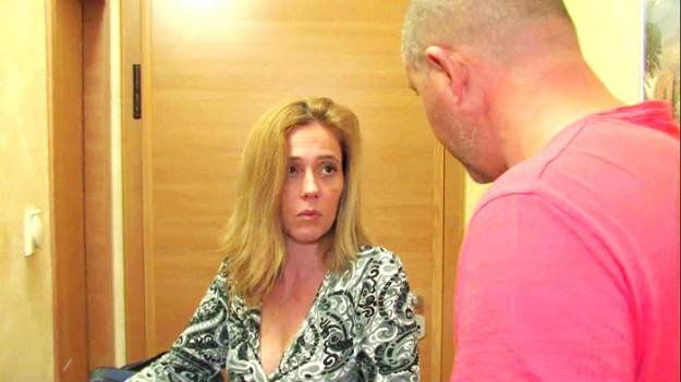 Съпруг открива, че съпругата му работи тайно като проститутка