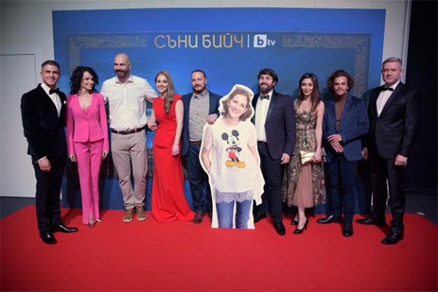 """Новият сериал  """"Съни бийч"""" предизвика фурор на предпремиерната си прожекция"""