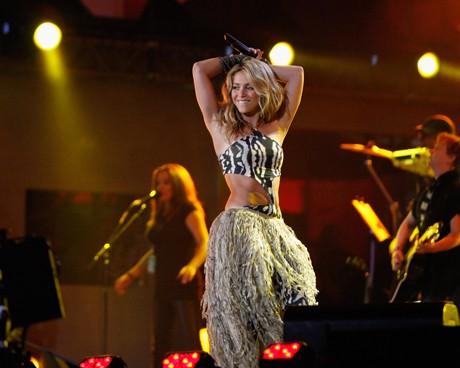 """Шакира (Shakira) с изпълнение на """"Waka Waka"""""""